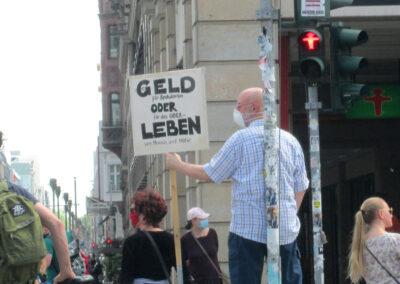 cc-by-unteilbar.org-Leon Guerra-Geld oder Leben_cut